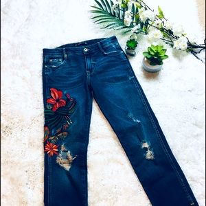 ZARA FORAL ART EMBROIDERY DESTROYED JEANS SZ 4